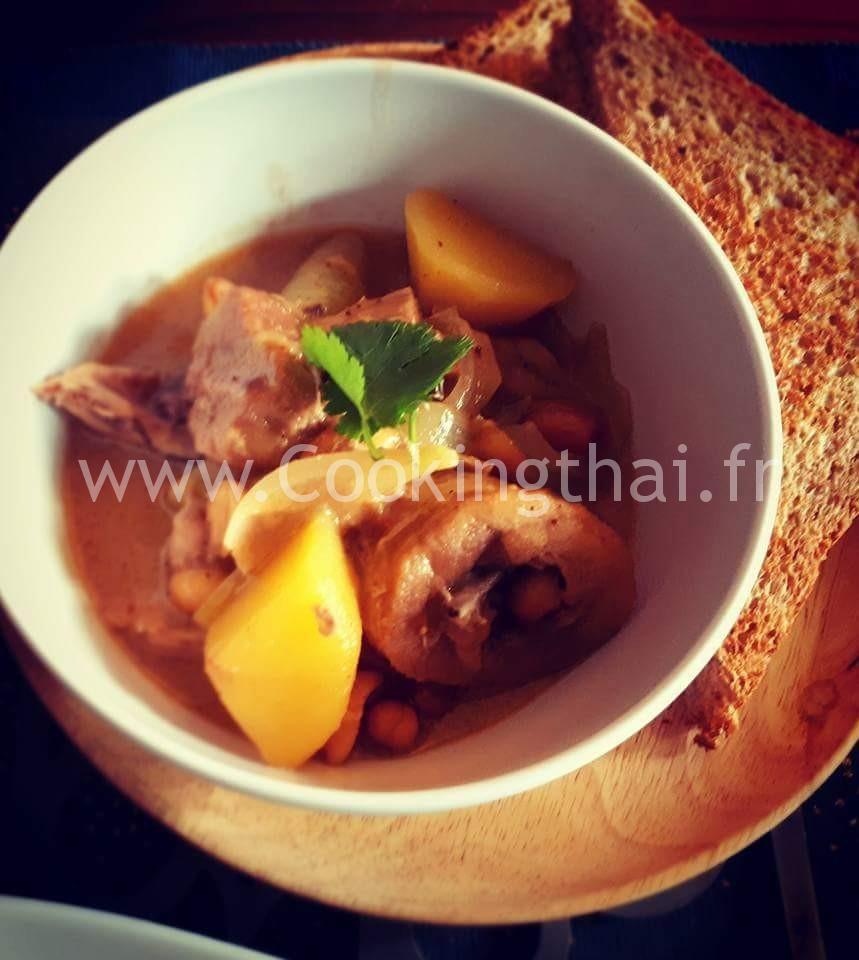 """""""Roti"""" (galette) avec soupe poulet au curry Massaman (style indien)"""