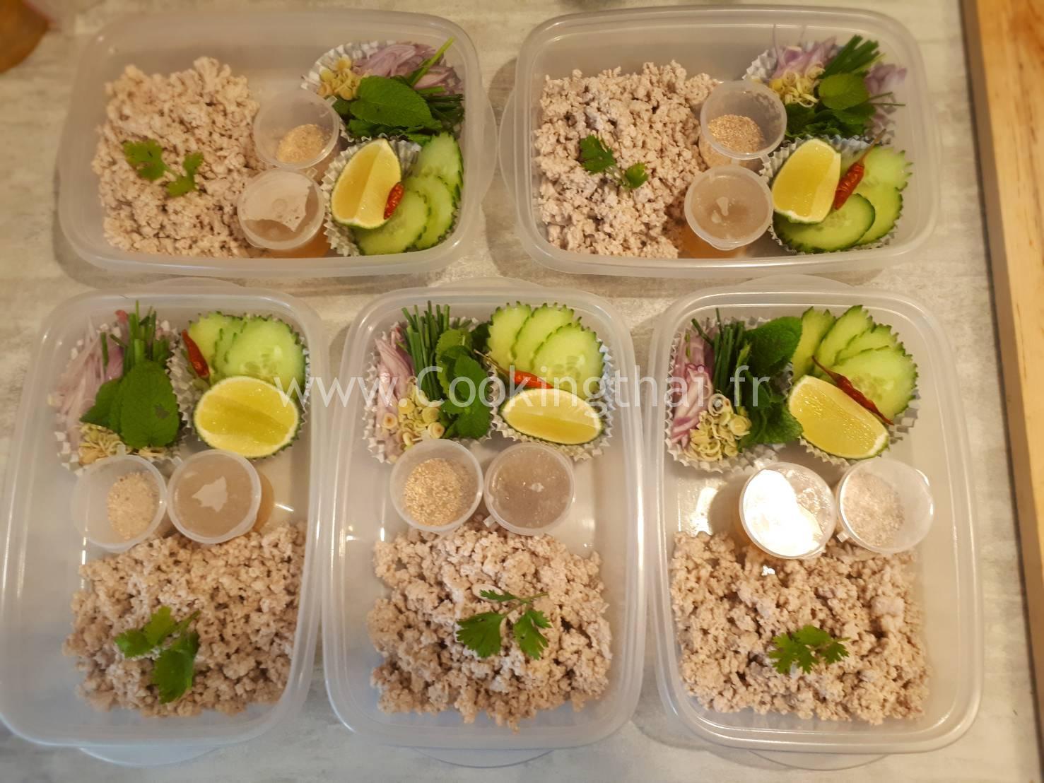 """La gamelle """"LARB MOO"""" Salade de porc épicé du Nord-Est de la Thaïlande."""